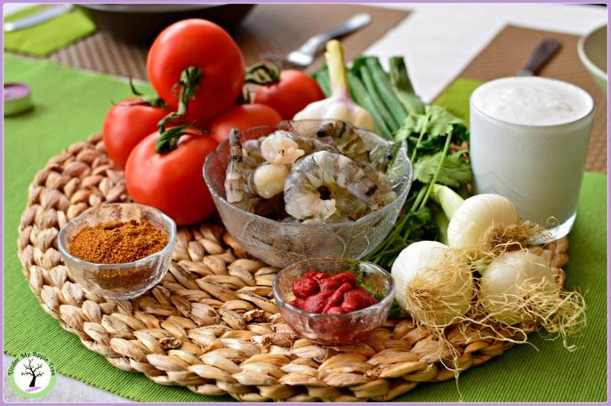 Ingrédients de la moqueca de crevettes.
