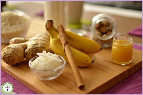 Du riz, du lait végétal, des épices, de bananes et du miel. Pour un petit déjeuner tout en douceur!