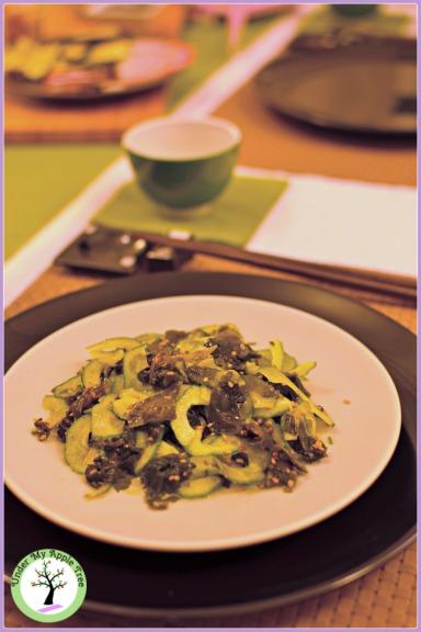 Recette de la salade japonaise d'algues wakame et concombre.