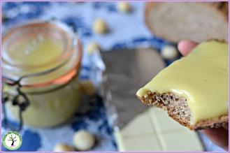 Pâte à tartiner aux noix de macadamia, huile de pistache et chocolat blanc.