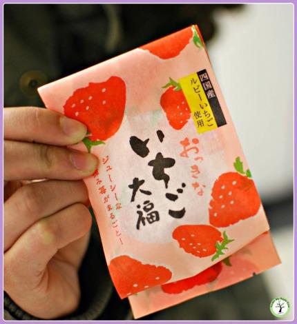 Sachet de daifuku mochi à la fraise, acheté à Nagoya