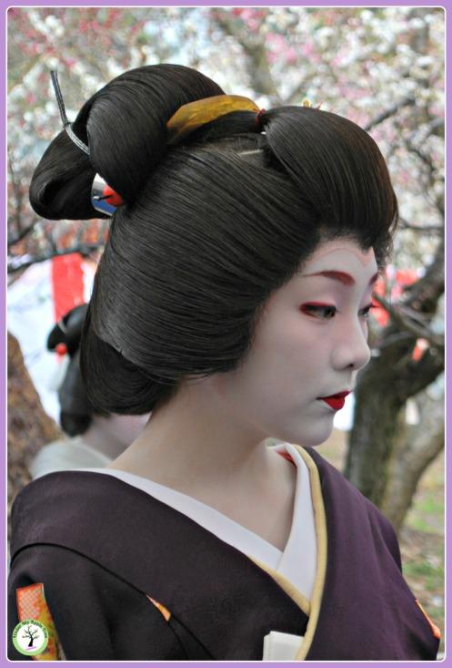 Maïko présente lors du Baika-Sai au Kitano Temangu, Kyoto (2011)