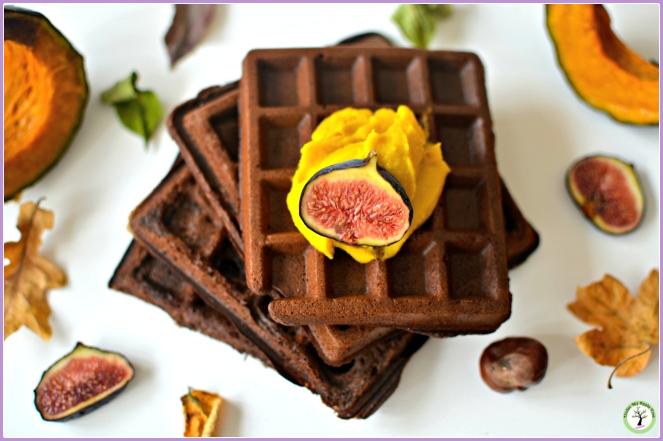Pâte à tartiner au potimarron et au chocolat blanc sur des gaufres au chocolat.