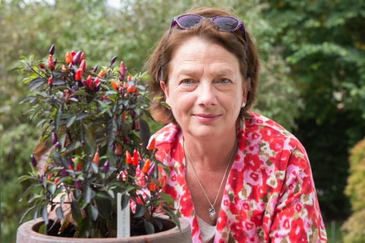 Françoise Fasel de Au-dessus du Volcan (Conches), fabricante de sauces au piment. Image par Carole Parodi, (c) karibou.ch